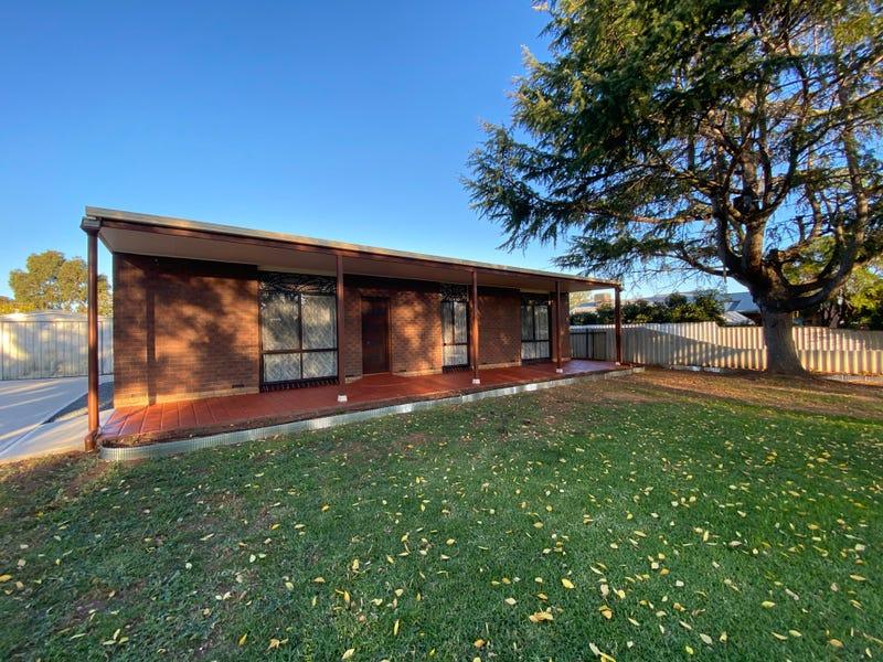 96 Hammer Street, Howlong, NSW 2643