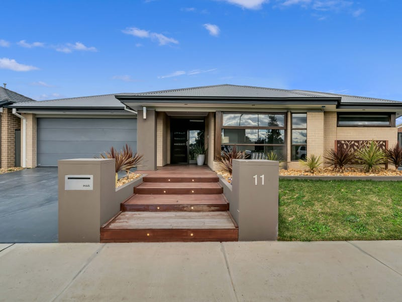 11 BELCAM CIRCUIT, Clyde North, Vic 3978