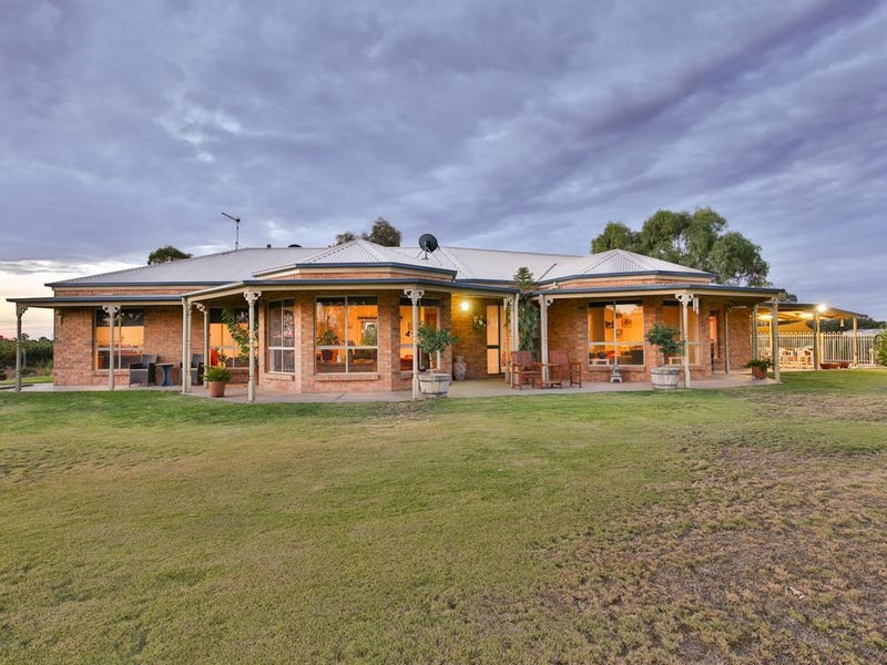 58 River Road, Pomona, NSW 2648