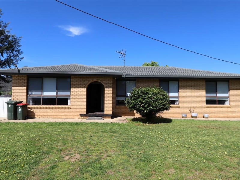 11 Lockhart Street, Adelong, NSW 2729