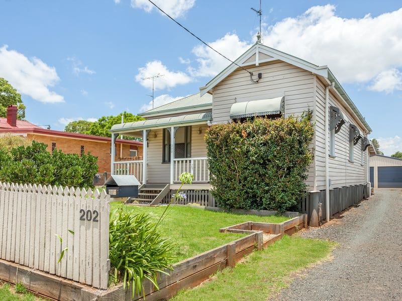 202 Long Street, South Toowoomba, Qld 4350