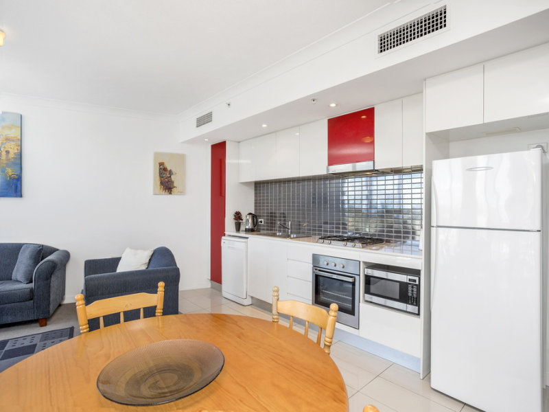21004/5 Lawson Street, Southport