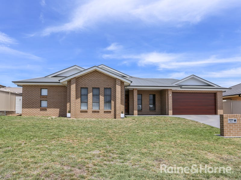 4 Carlyle Ave, Llanarth, NSW 2795
