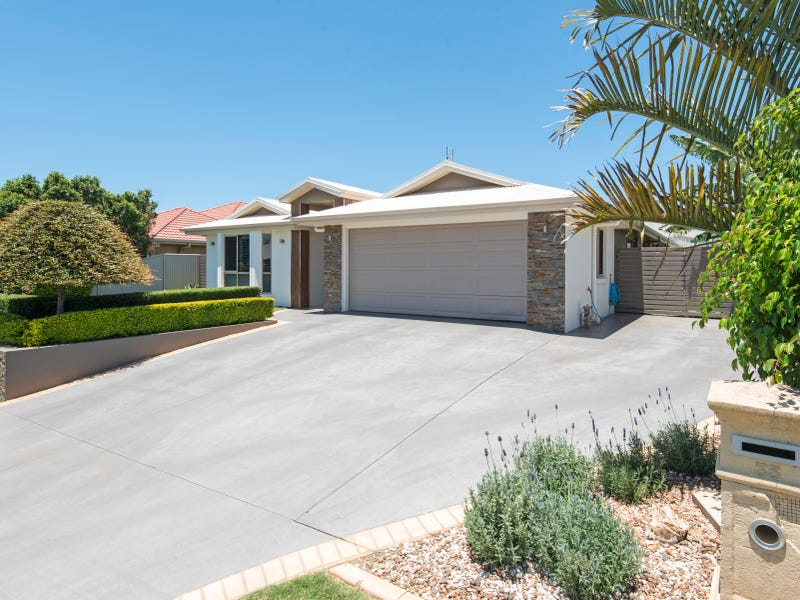 35 Calypso Crescent, Middle Ridge, Qld 4350
