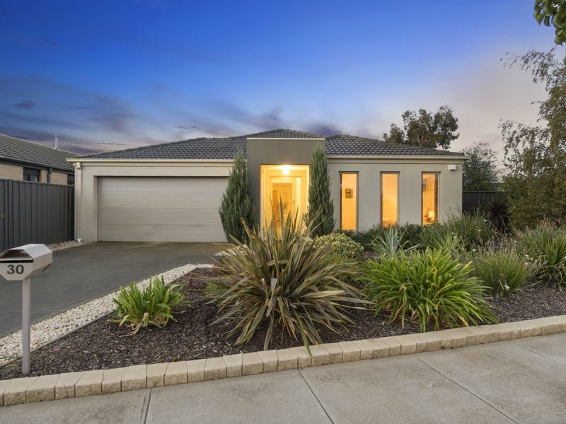 30 Clearwater Rise Parade, Truganina, Vic 3029