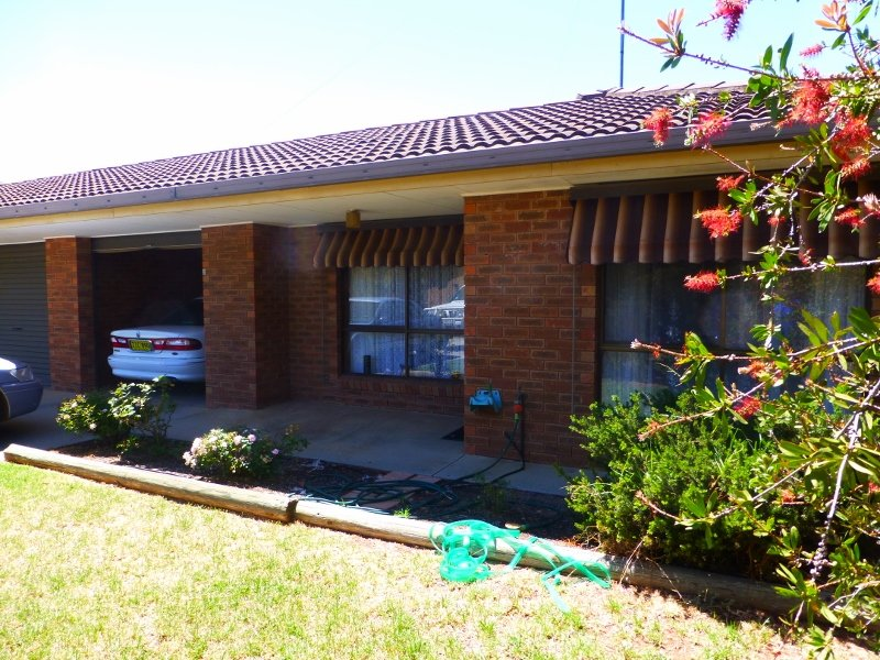 2/58 Tocumwal Street, Finley, NSW 2713