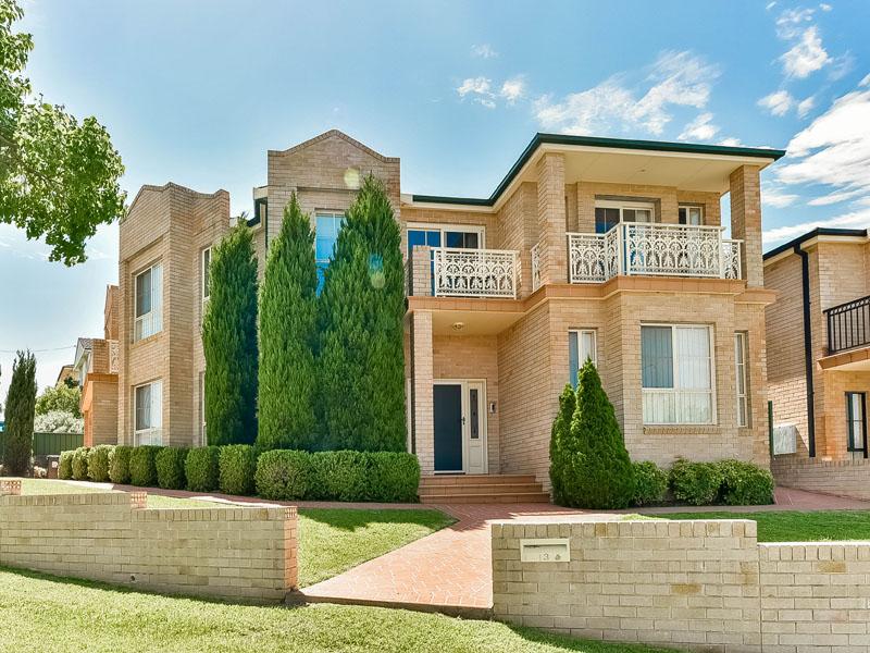 3 Farnsworth Avenue, Campbelltown, NSW 2560