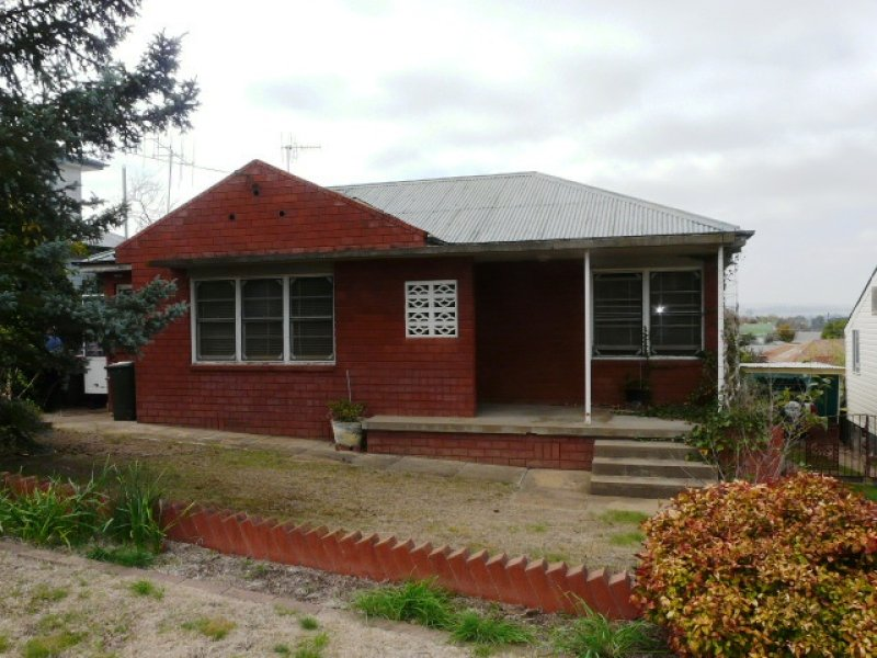 8 Veness Street, Bathurst, NSW 2795