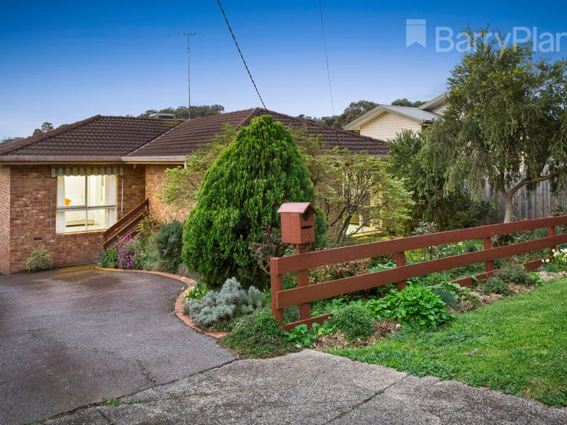 1/2 Warrington Crescent, Wattle Glen, Vic 3096