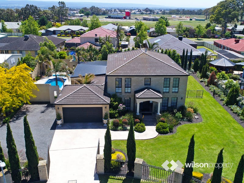 12-13 Saxby Court, Traralgon