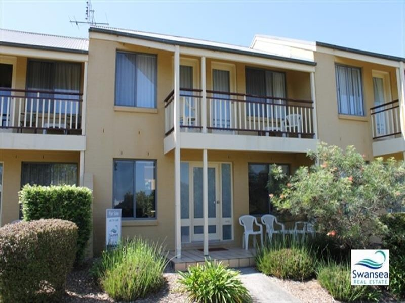 402 Currawong Cct, Cams Wharf, NSW 2281