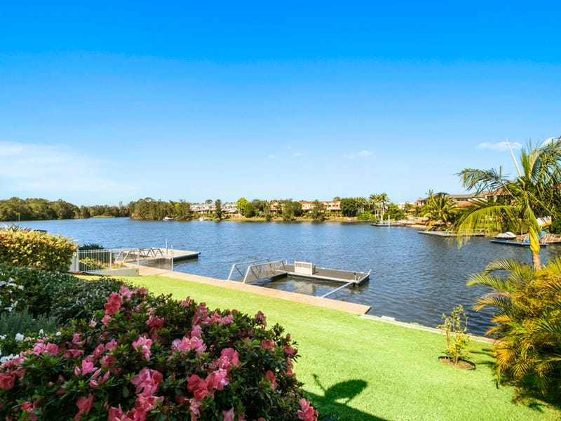 13 St Martin Place, Clear Island Waters