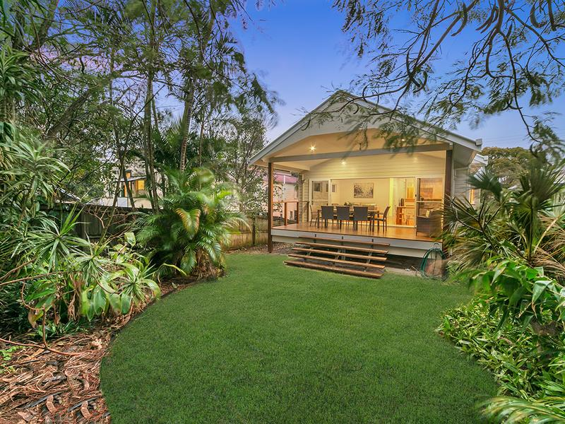 32 Swan St, Shorncliffe, Qld 4017