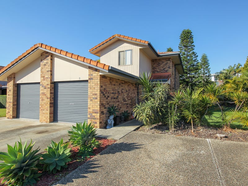 8/11 Waterford Court, Bundall