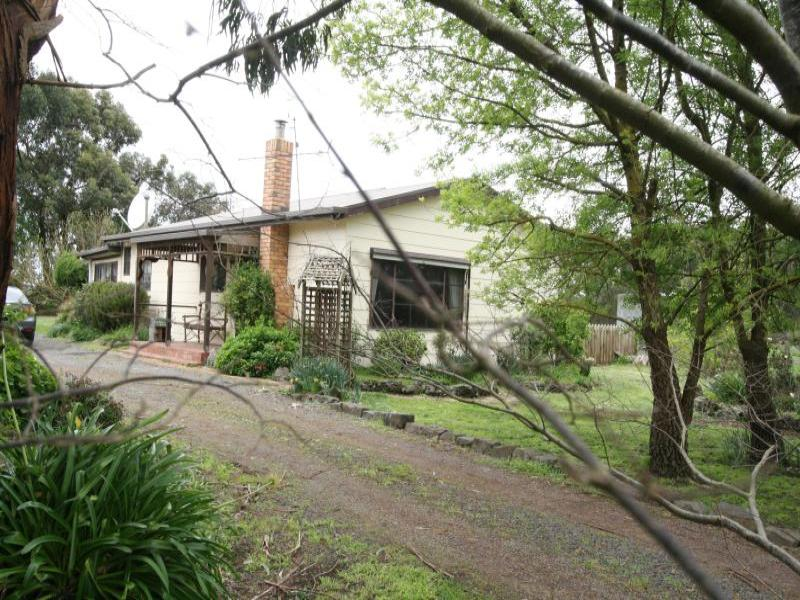 589 Sunday Ridge Road, Simpson, Vic 3266