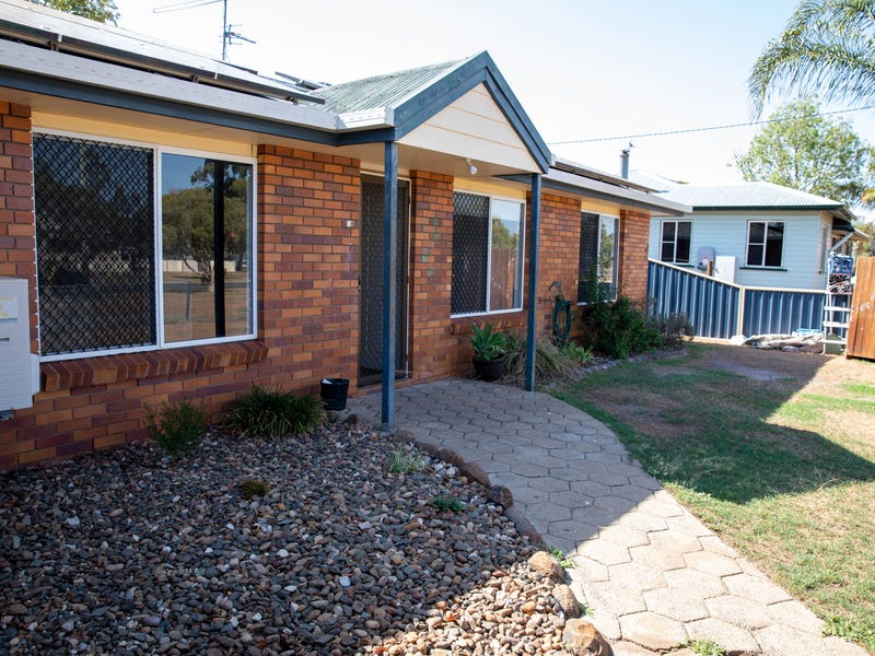 38 York street, Oakey, Qld 4401