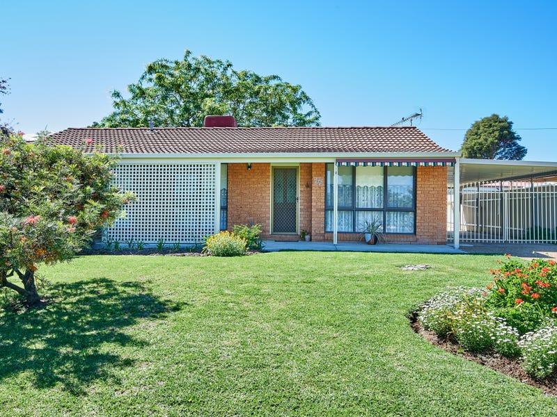 17 Crisp Drive, Flowerdale, NSW 2650