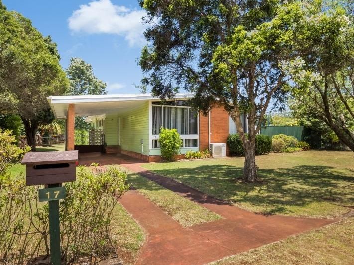 17 Talinga st, Mount Lofty, Qld 4350