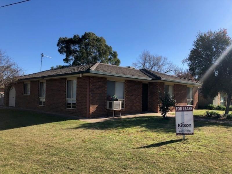18 Grevillea Crescent, Lake Albert, NSW 2650