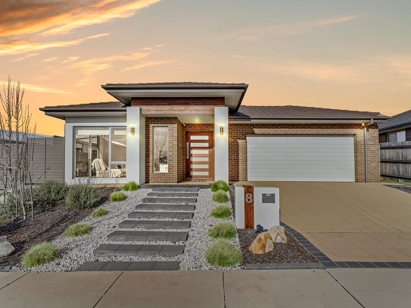 8 Redshaw Street, Coombs, ACT 2611