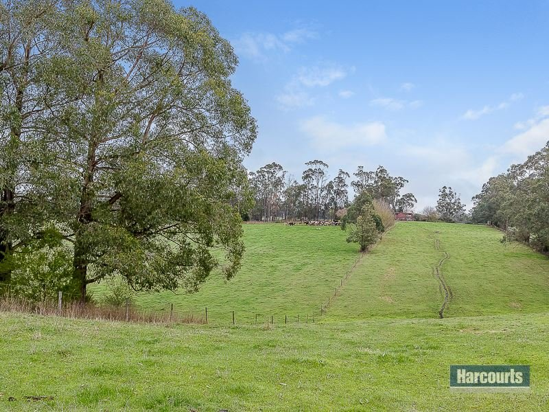 10 Clarke and Barr Road, Jindivick, Vic 3818