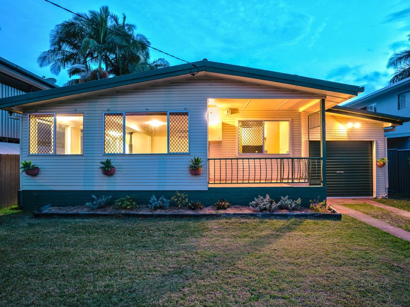 54 Whiting Street, Labrador, Qld 4215