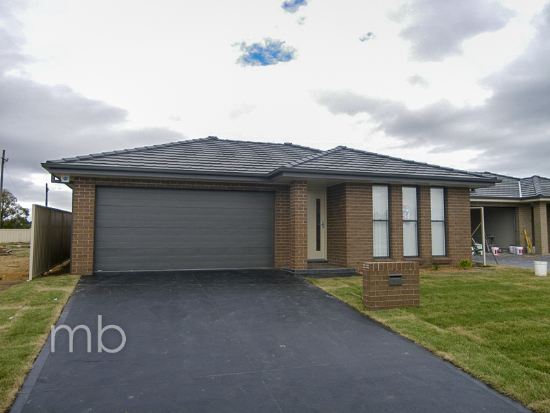 16 Onyx Place, Orange, NSW 2800