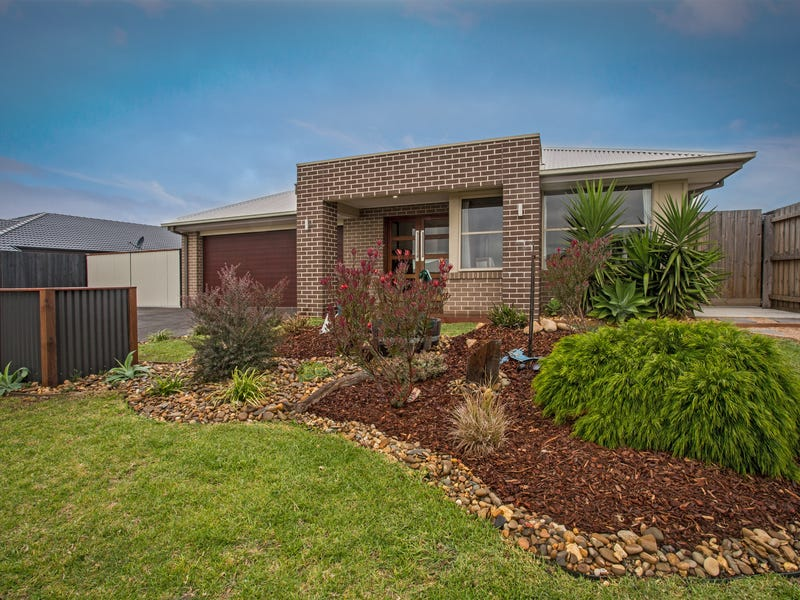 10 Dunes Road, Cowes, Vic 3922