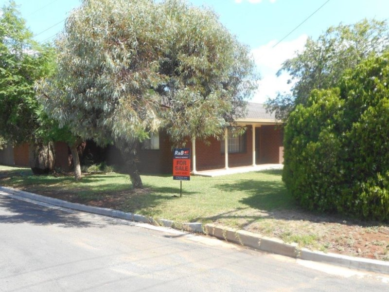 28 Gratton Street, Hillston, NSW 2675