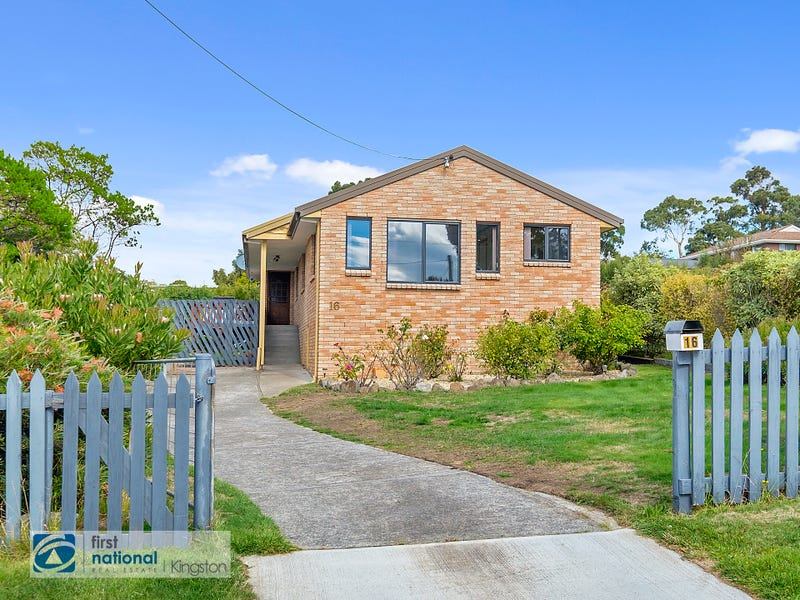 16 Garnett Street, Blackmans Bay, Tas 7052
