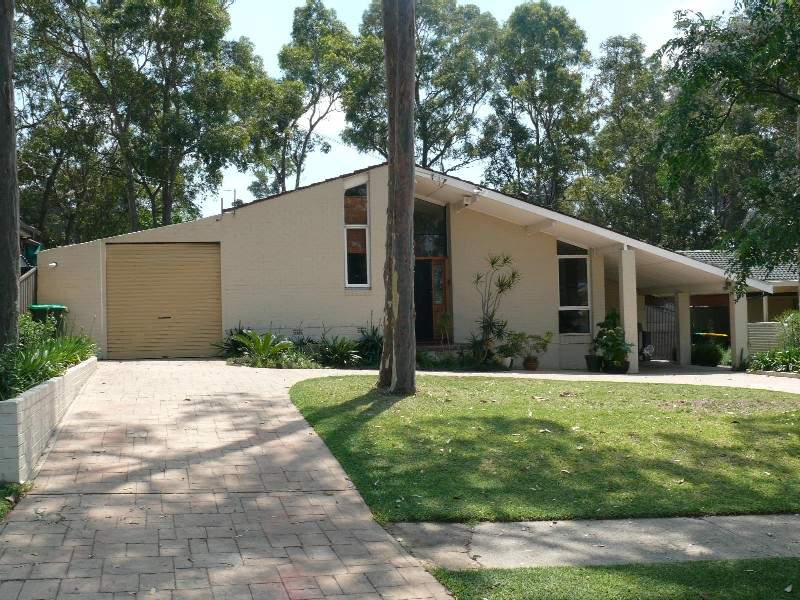 23 balanada st chipping norton nsw 2170 property details for Perfect kitchens chipping norton