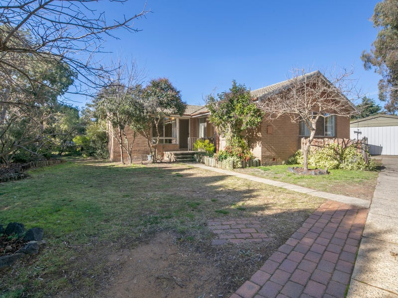 18 Knaggs Crescent, Page, ACT 2614