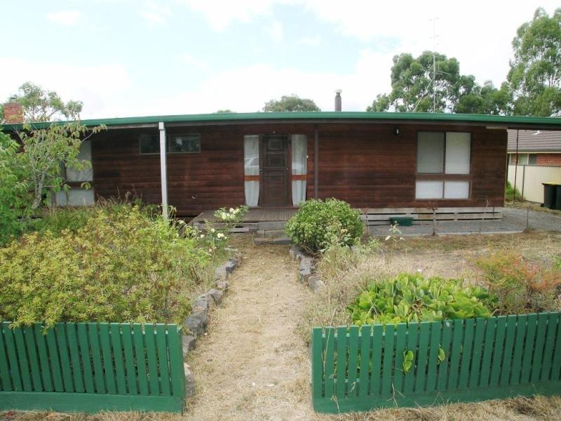 14 Elizabeth Road, Creswick, Vic 3363
