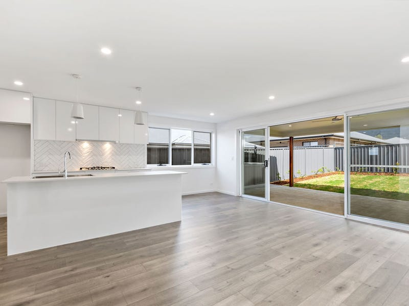 15A Saddleback Cres, Kembla Grange, NSW 2526