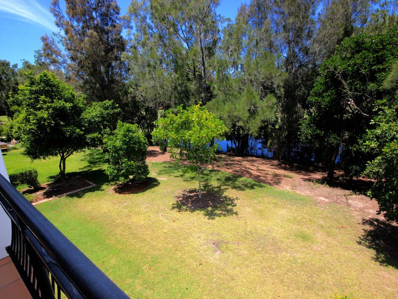 8867 Magnolia Drive East, Hope Island, Qld 4212