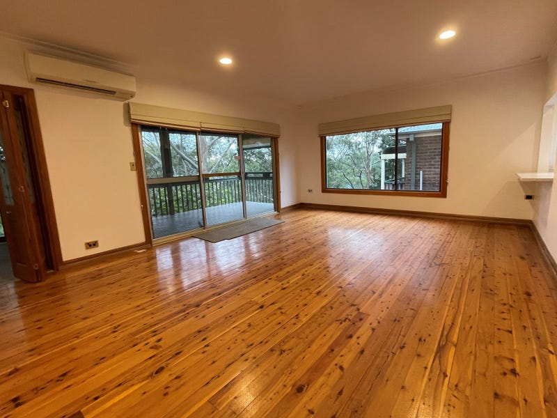 852 Henry Lawson Drive, Picnic Point, NSW 2213