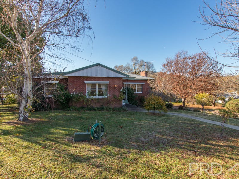 108 Lockhart Street, Adelong, NSW 2729