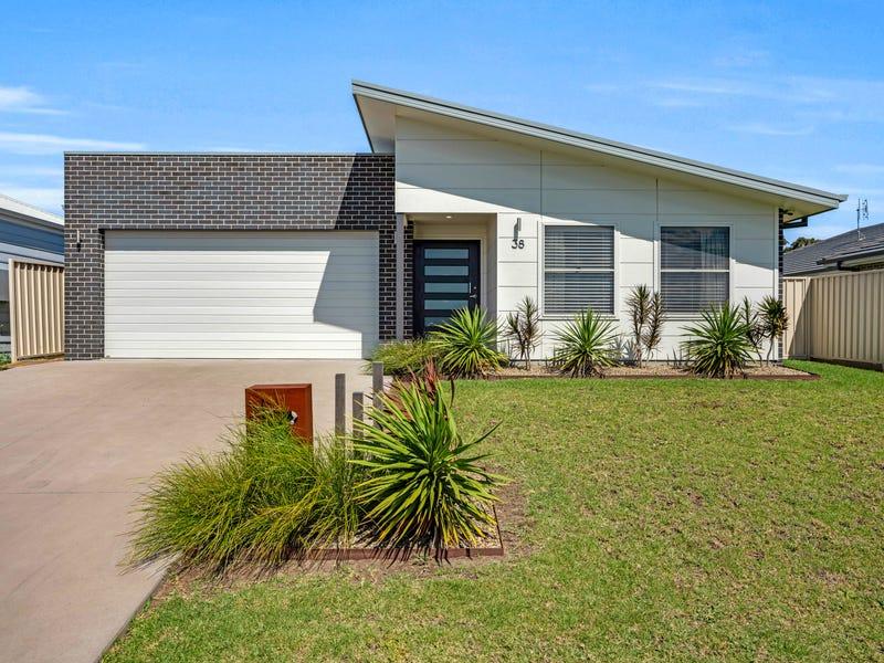 38 Jindalee Crescent, Nowra, NSW 2541