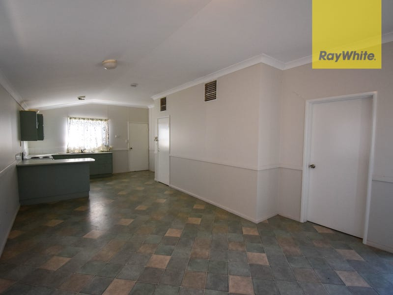Units 1-4 / 98 Crane Street, Longreach, Qld 4730