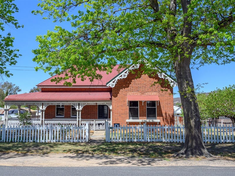 137 Logan Street, Tenterfield, NSW 2372