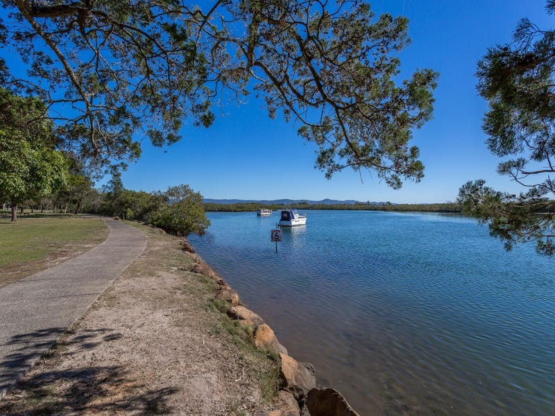 1/7 Woodgate Place, Paradise Point, Qld 4216