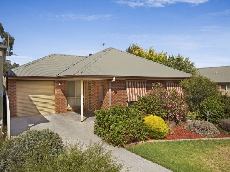 11 Devon Close, Strathdale, Vic 3550