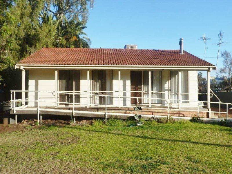 36 Mcalister Street, Darlington Point, NSW 2706