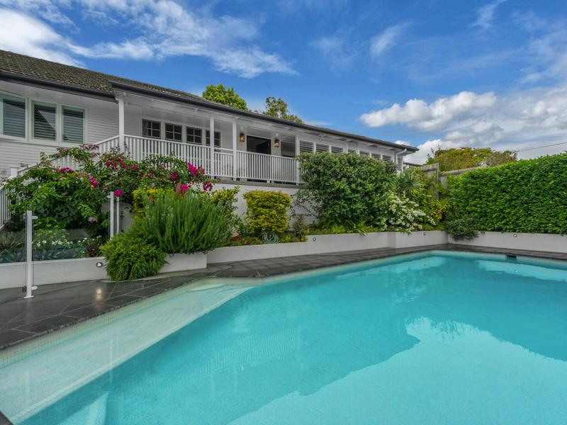 21 Sefton Ave, Clayfield