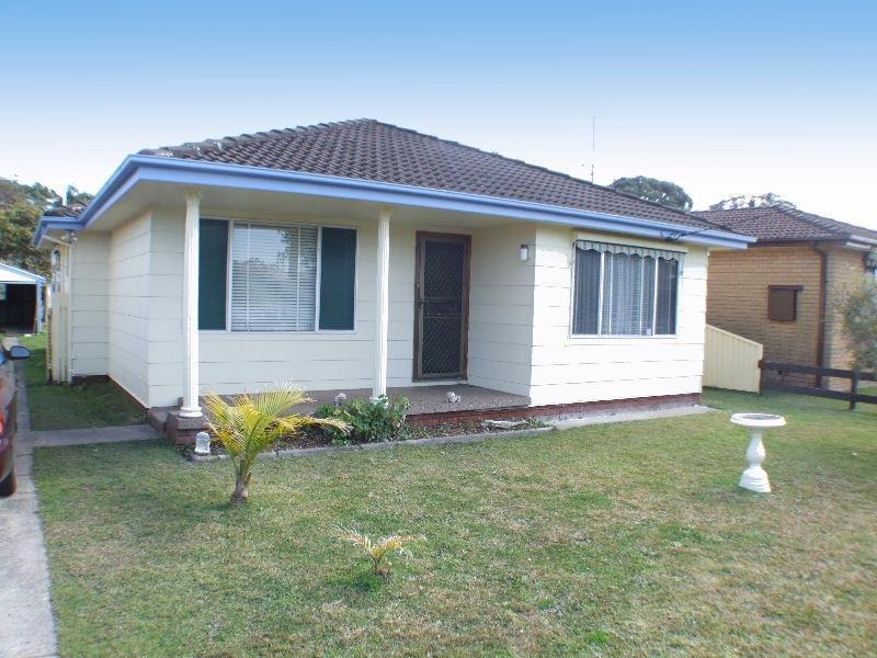 90 Kathleen White Crescent, Killarney Vale, NSW 2261