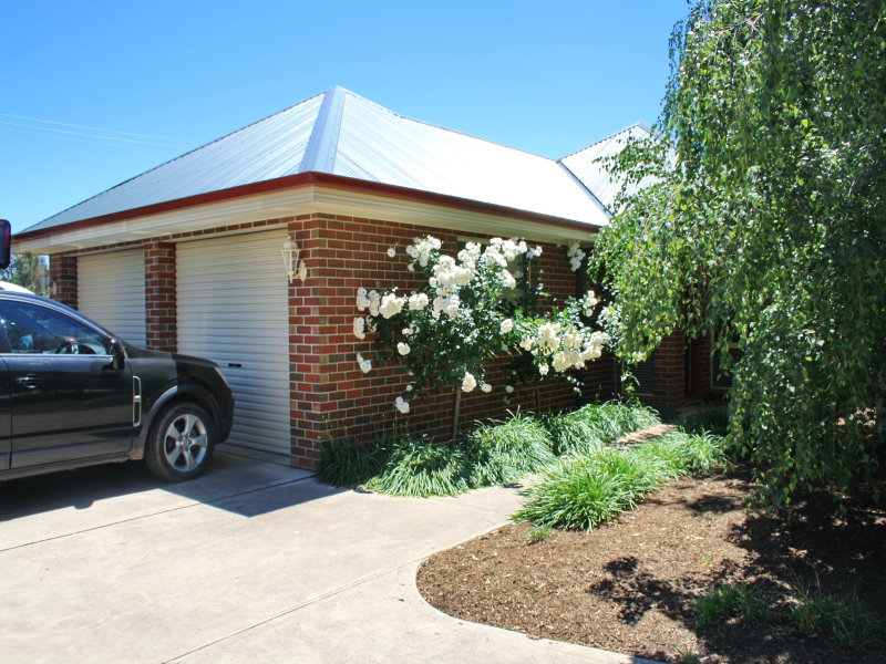 1/1 Cambridge Drive, Mansfield, Vic 3722