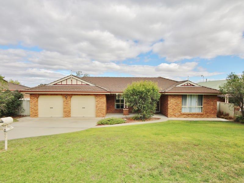 25 Freestone Way, Bathurst, NSW 2795