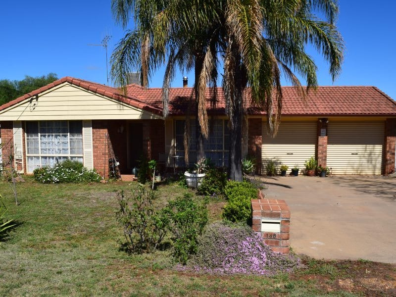 148 Derribong Street, Peak Hill, NSW 2869