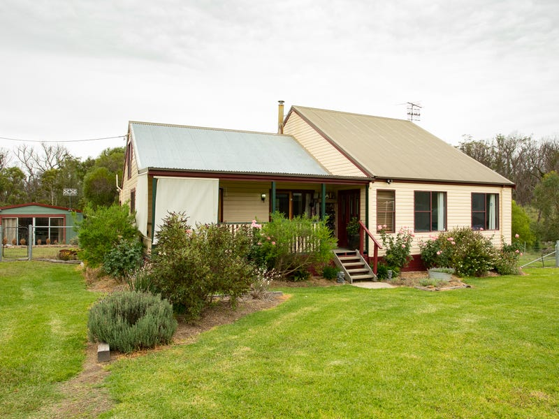 70 Kareela Road, Armidale, NSW 2350