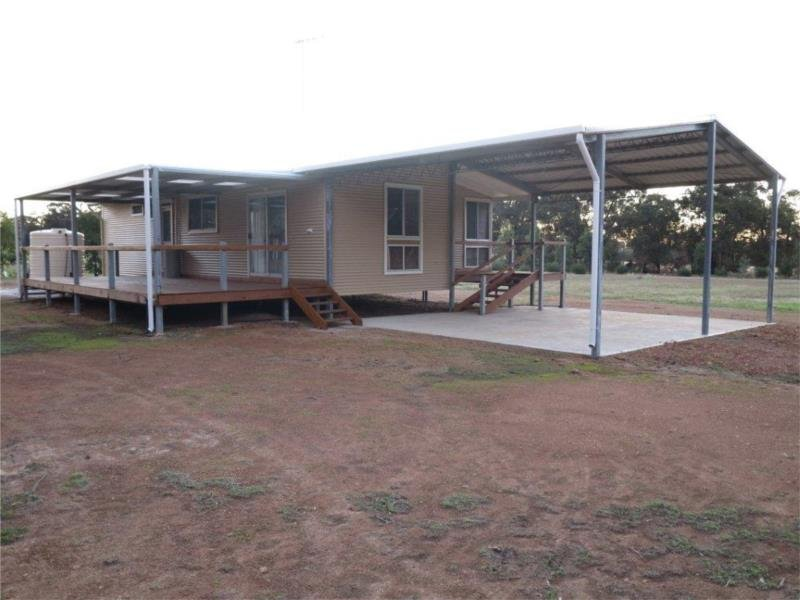 102 Refractory Road, Bakers Hill, WA 6562